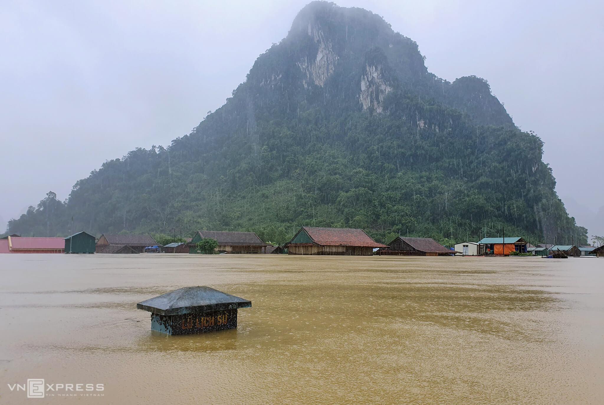 Floods leave central Vietnam district deep under water