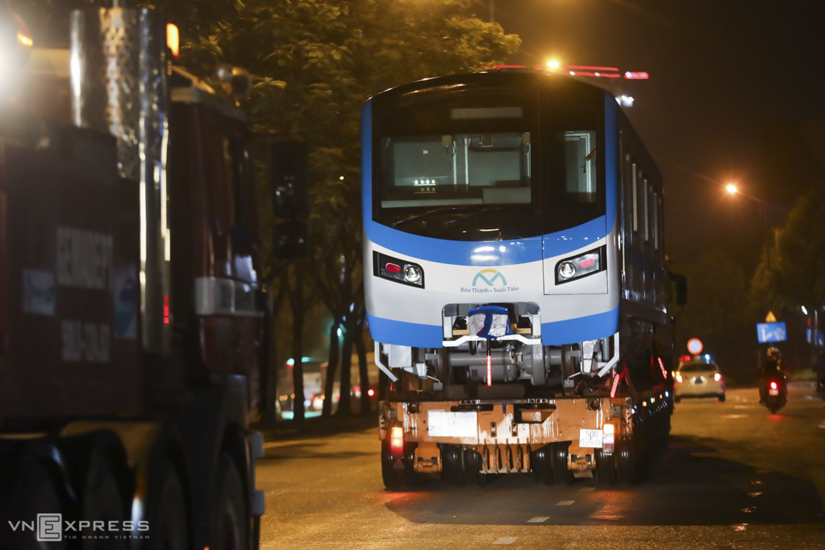 The truck fleet move along Mai Chi Tho Boulevard in District 2 at 2 a.m. of Saturday. The entire street is almost deserted at this time.