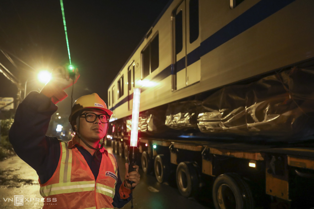 Along the route of 25 km (15.5 meters) from the port to the depot, staff are assigned to help to watch out in case there are any obstacles up high such as a power line or tree branches.