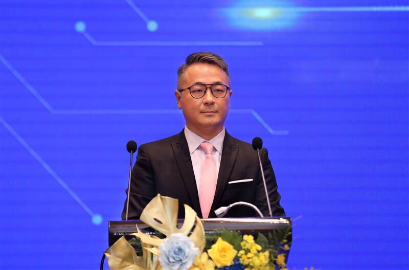 Mr. Chen Yi-Chung delivering his speech in the ceremony.