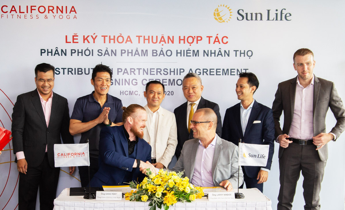 Representatives of Sun Life and California Fitness & Yoga at the agreement signing ceremony, October 10, 2020.