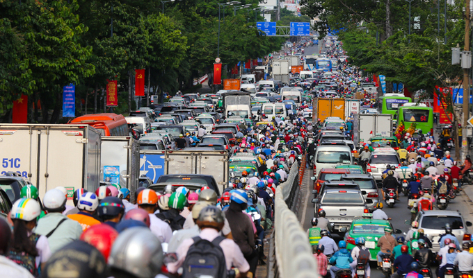 HCMC eyes two elevated roads to ease congestion