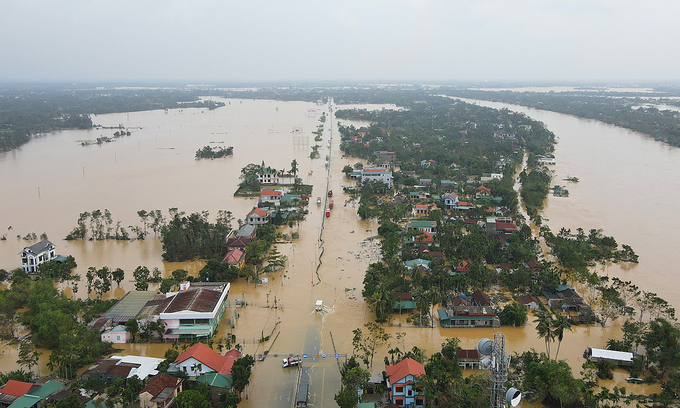 US aids central Vietnam $100,000 to cope with floods
