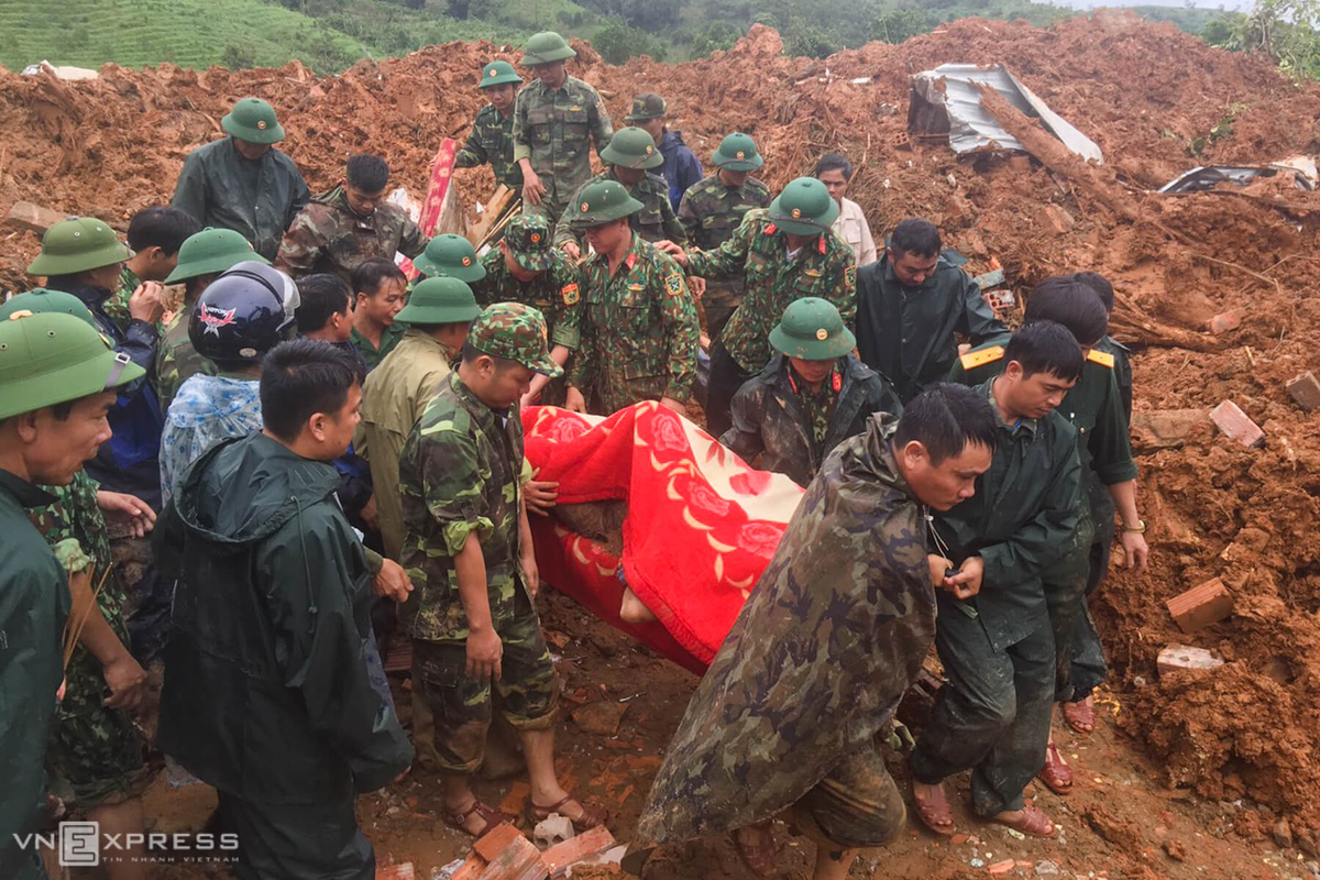 Hectic efforts on to find soldiers missing after Quang Tri landslide