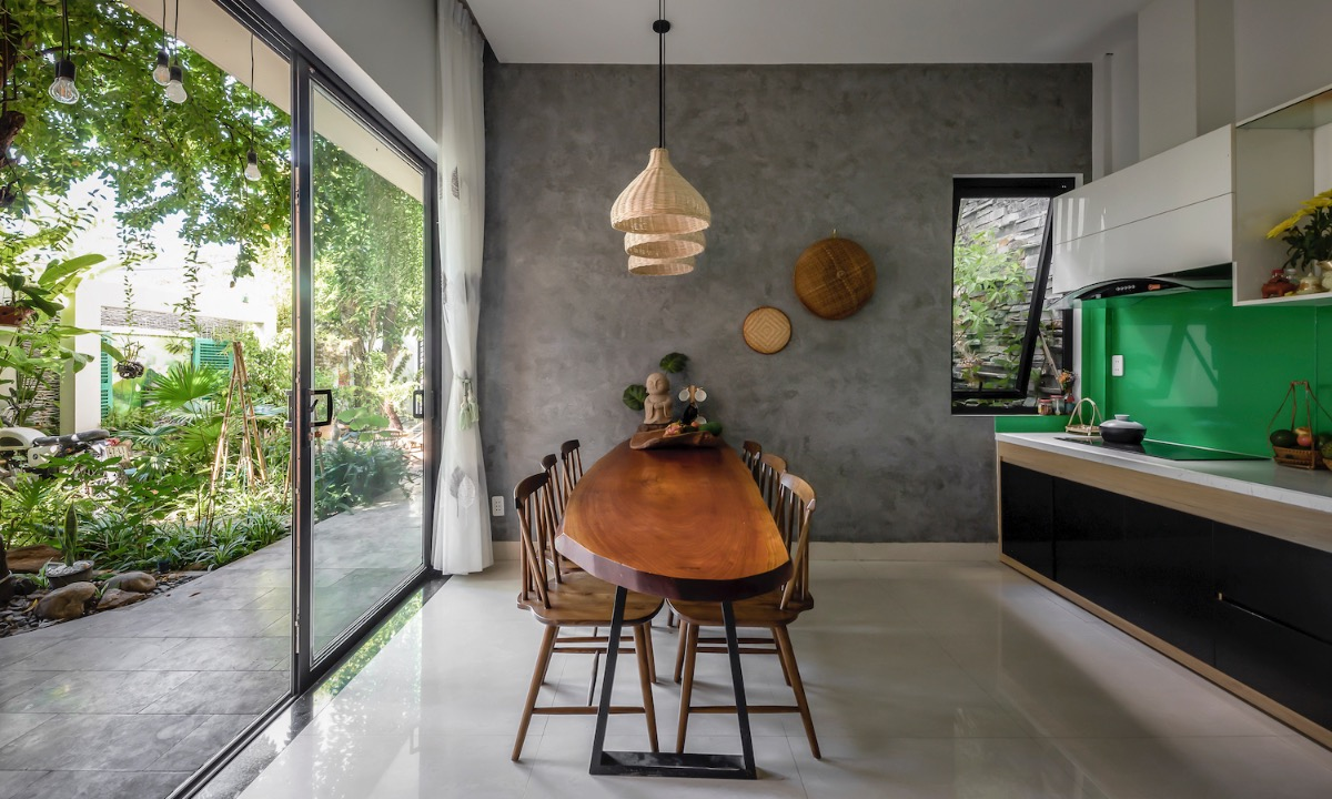 Large glass doors give homeowners opportunities to enjoy the sunlight while being inside, connecting them with nature.