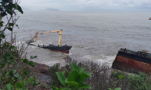 Ship carrying 300 tons of oil breaks apart off central Vietnam coast