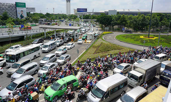 HCMC persists with demand for military land to build road near airport