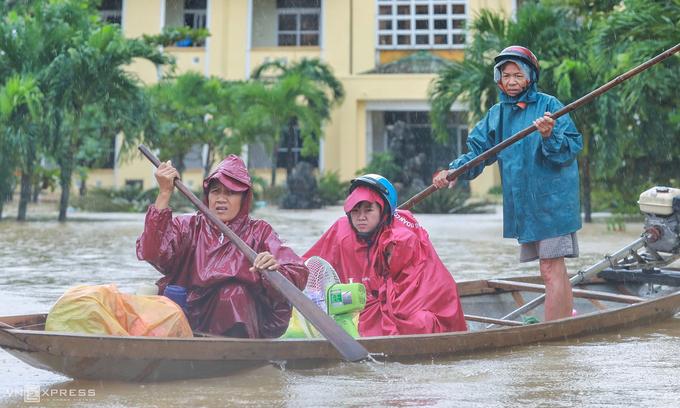Vietnam braces for Storm Saudel as central provinces incapacitated by floods