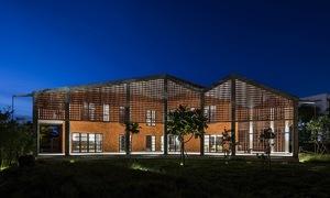 Da Nang villa welcomes nature with brick facade