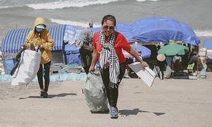 Saigon entrepreneur picks trash to clean up environment