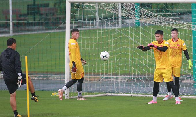 Vietnam signs Korean goalkeeping coach on Park Hang-seo's recommendation