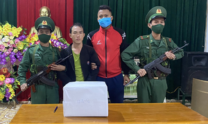 Lao health worker caught bringing drugs into Vietnam