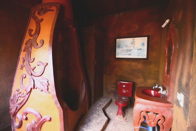 There are also a heater and a bathroom, all made of clay.