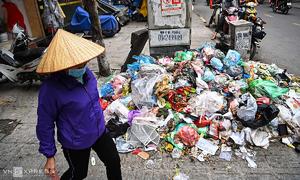 Garbage everywhere in Hanoi as protestors block road to dump