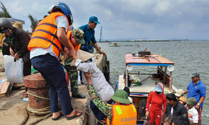 450,000 central Vietnam residents evacuated as storm Molave approaches