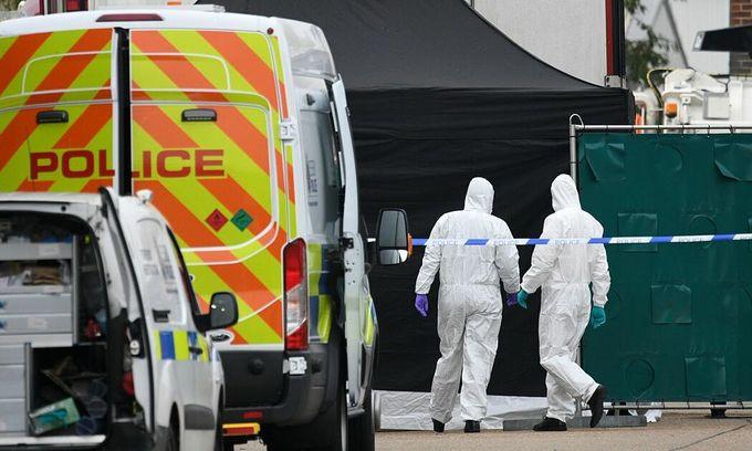 UK trucker took 23 minutes to raise alarm over 39 dead Vietnamese