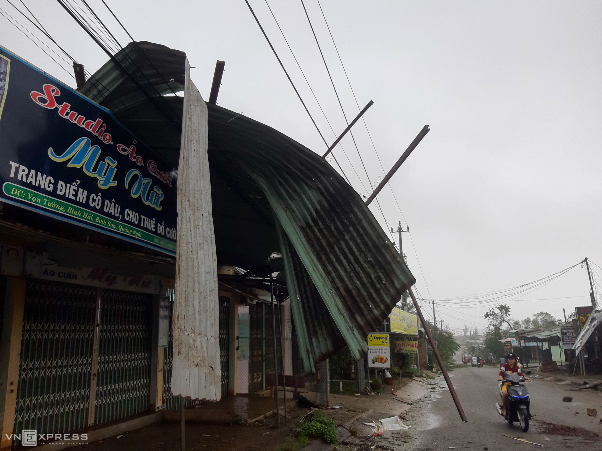 Quang Ngai left a wreck by fierce Molave