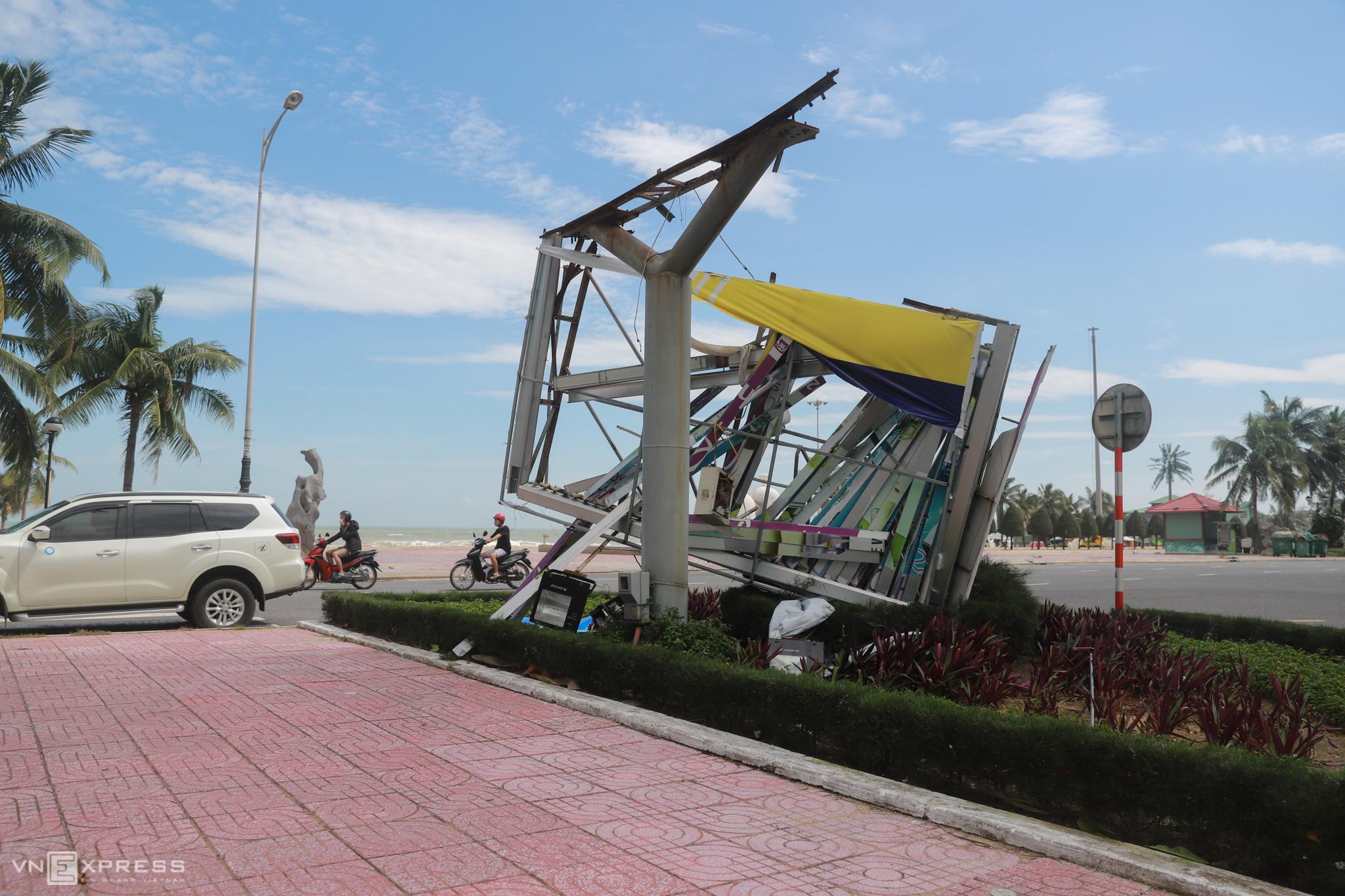Storm Molave leaves behind a desolate Da Nang