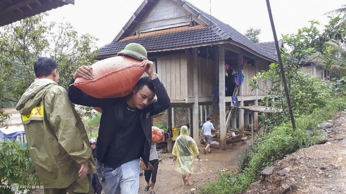 Authorities in remote Chau Khe Commune in Con Cuong District evacuate 17 families with 68 members away Friday morning after a long crack appeared along a mountain range near their homes following heavy rains