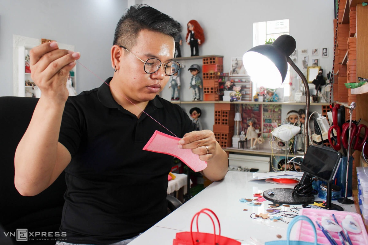 Nguyen Le Lam Doan, 32, has nursed a love for dolls since he was a child. When he was in primary school, Doan used to collect rags to make clothes for the dolls.Even though dolls are normally for girls, my family supported me because they saw my creativity, says Doan, from the southern province of Ba Ria-Vung Tau, neighboring Saigon.In 2014, while working as a local youth union officer, he picked up his childhood hobby again as a means of relaxing after the daily grind. Initially, he just bought dolls and made a collection. Later, he began spending his after work hours making clothes and bags for his little friends. Then, he shared pictures of his creations on his Facebook page.