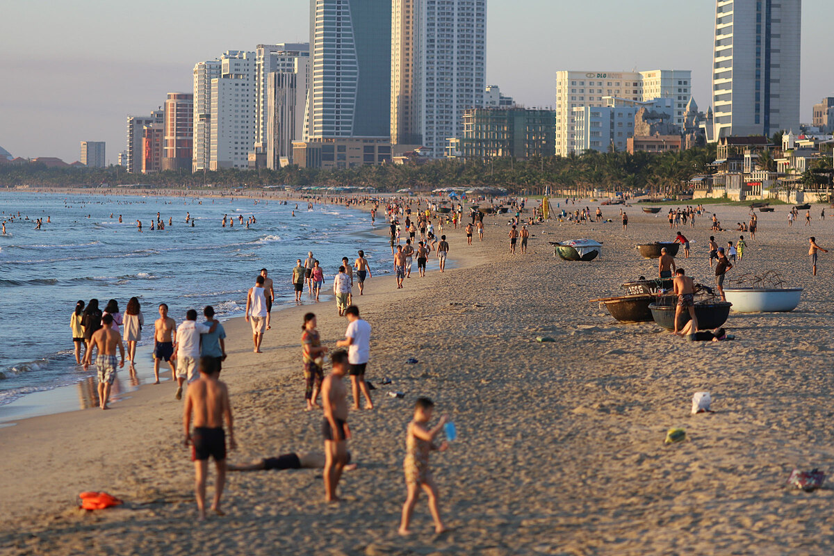 People flock to a beach in Da Nang City, September 11 2020. Photo by VnExpress/Nguyen Dong.