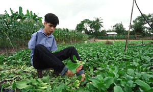 Born without hands, Vietnamese youth puts best foot forward