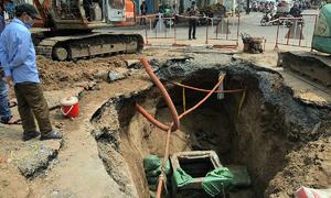 Truck-size sinkhole appears on Saigon street