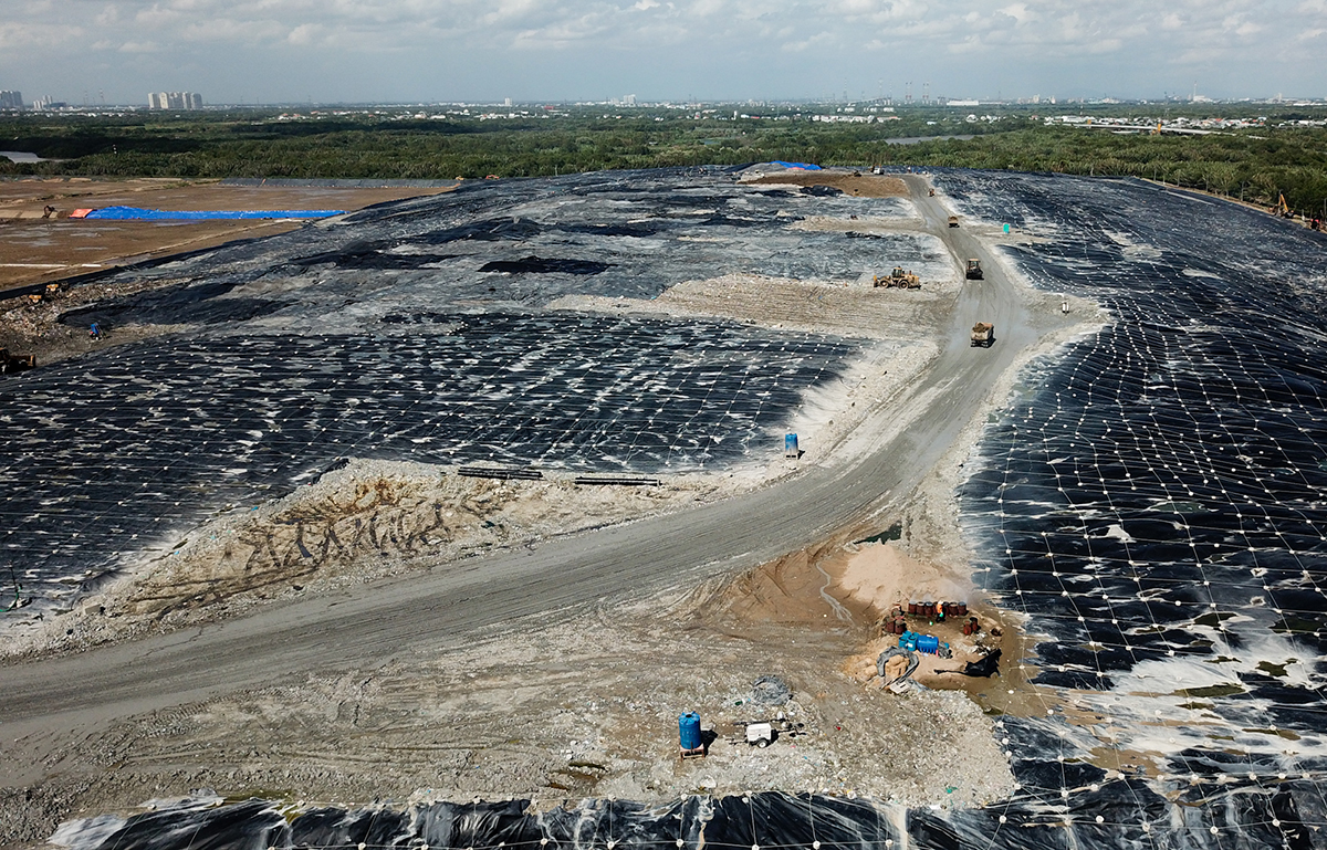 The Da Phuoc Integrated Waste Management Facility in Binh Chanh District, the biggest landfill in HCMC. Photo by VnExpress/Quynh Tran