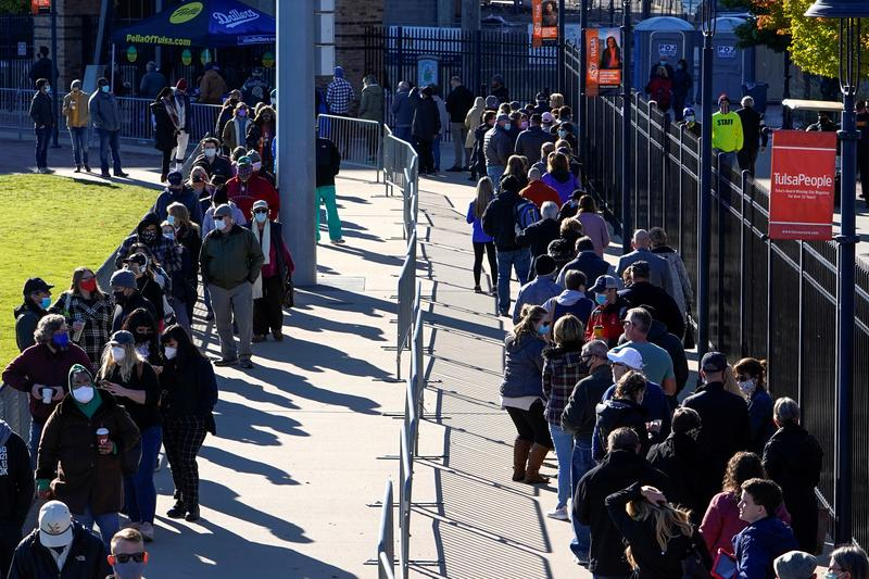 American voters queue up for early voting at ONEOK Field in Tulsa, Oklahoma, on October 30. Photo by Reuters.