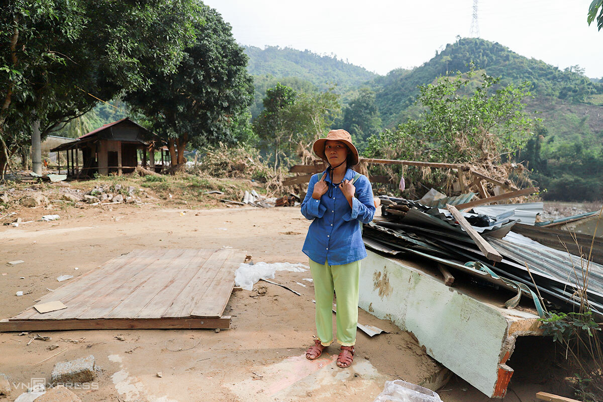 A Lang Thi Duoc, 38, stands before what used to be her house a week ago in Quang Nam Province. Photo by VnExpress/Nguyen Dong.