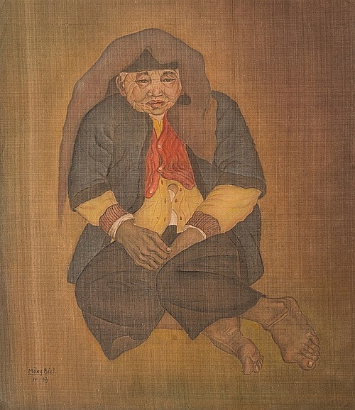 Mong Bich's silk portrait 'Ba Gia' (Old Woman) won the first prize at the 1993 Vietnam Fine Arts Association Exhibition. Photo courtesy of L'Espace.