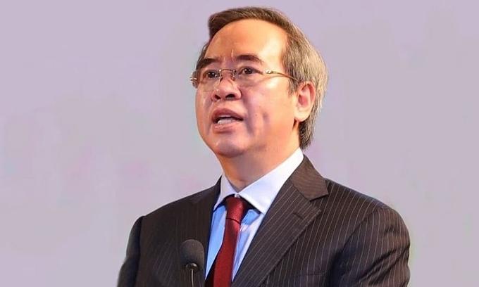 Former central bank governor receives Politburo warning