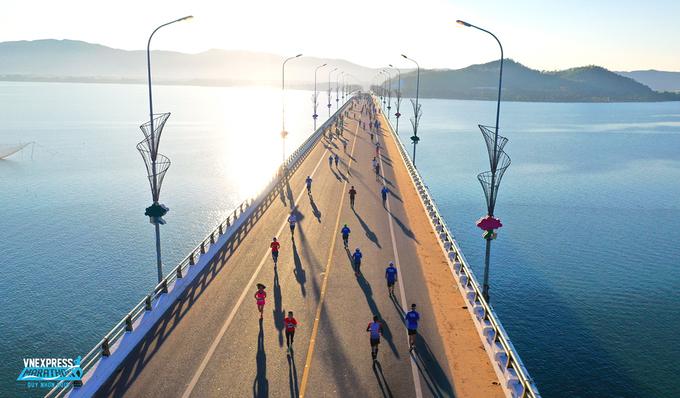 Runners at VnExpress Marathon Quy Nhon on July 26, 2020.