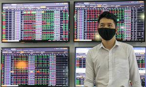 VN-Index edges down as liquidity surges