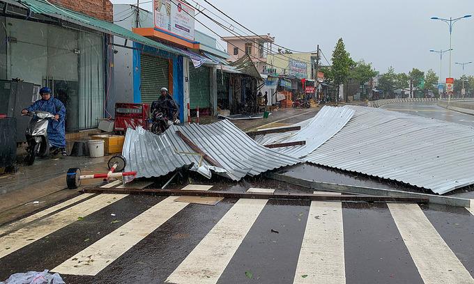 Storm Etau claims two lives in Vietnam
