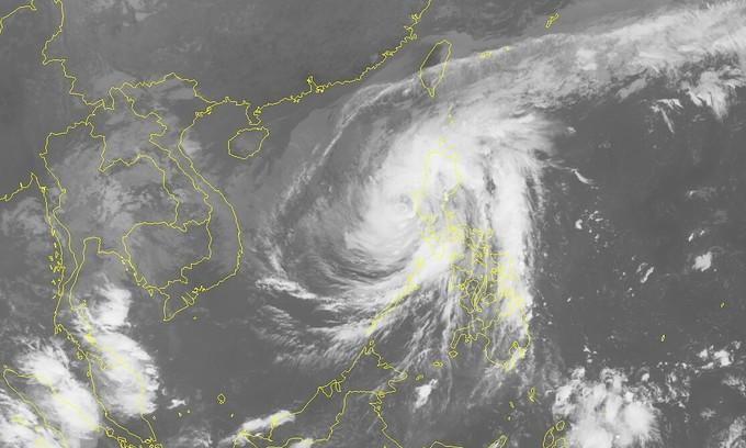 Storm Vamco enters East Sea, threatens central Vietnam