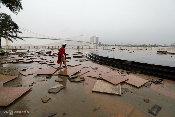 The storm damgaed a portion of a sidewalk in Da Nang City at around 9 a.m.