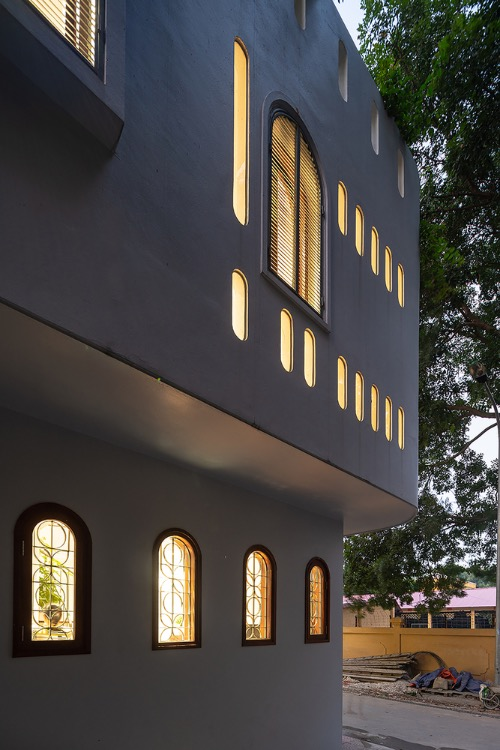 Holes and windows make an impressive lighting effect in the evening.