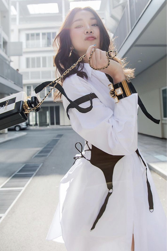 Supermodel Thanh Hang offers a distinctive look with her all-white outfit by combining them with a black corset. Photo courtesy of Thanh Hang.