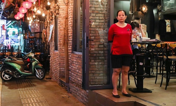 HCMC earmarks $1.1 mln for workers in non-essential businesses hit by Covid-19