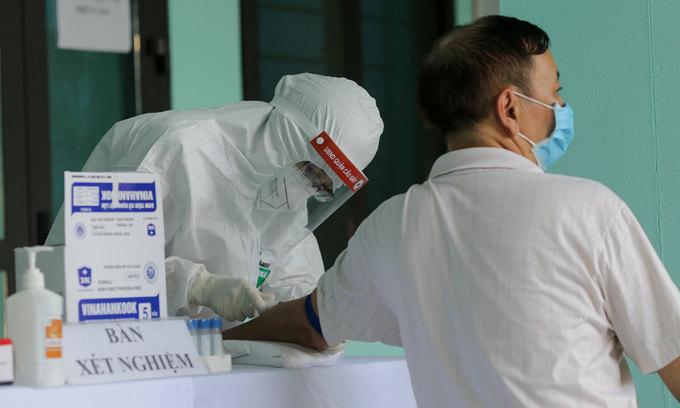 Canada, UK returnees Vietnam's latest Covid-19 patients