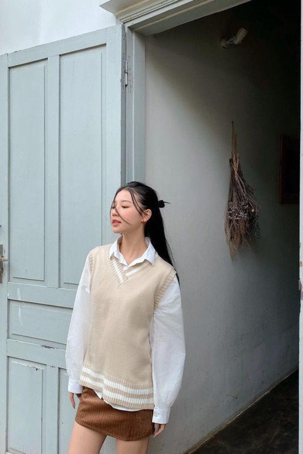 Singer Amee goes trendy with a beige gilet sweater and a brown skirt. Photo courtesy of Amee.