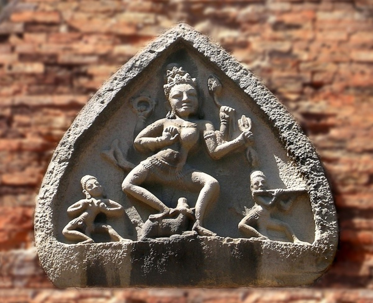 The bas-relief portraying the Durga goddess dancing with two musicians on the side of the main tower. Photo: Alamy.