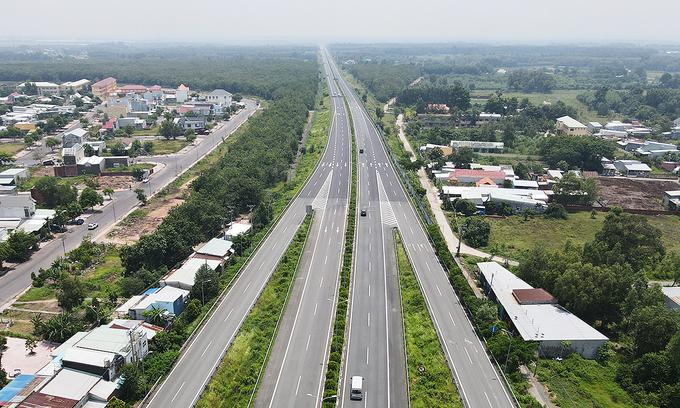 Lack of roads a roadblock for southeast Vietnam