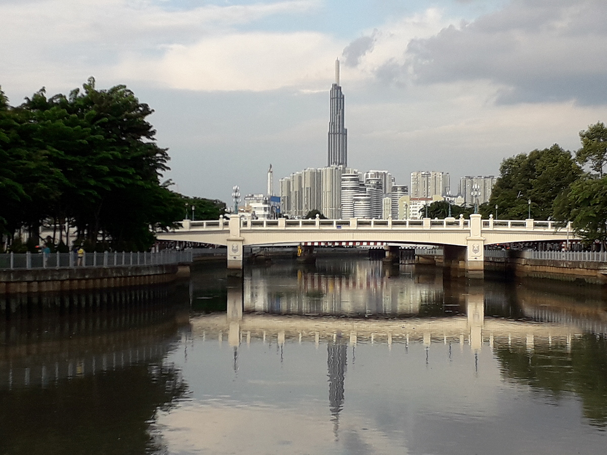 Views of Landmark 81 and Vinhomes Central Park from Nhieu Loc-Thi Nghe Canal in Binh Thanh District, HCMC, 2020. Photo by Samantha Coomber.