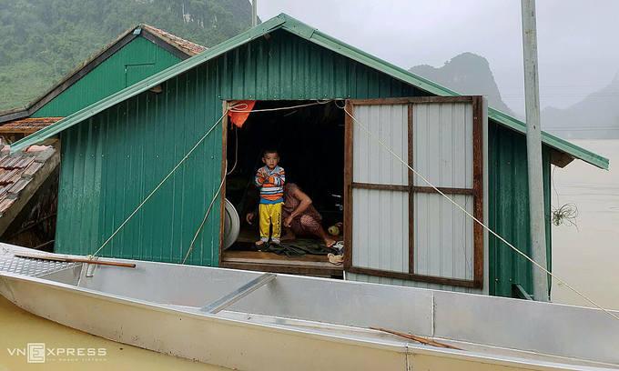 UNICEF provides food to help malnourished Vietnamese children