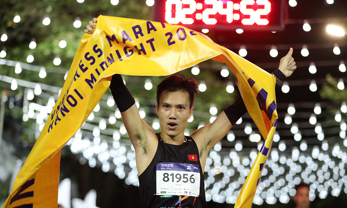 Do Quoc Luat is winner of the 21-km course.