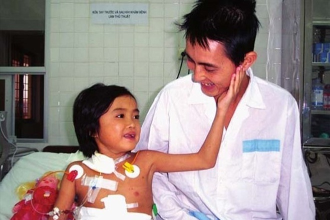 DIep (L) and her father after the operation in 2004. Photo courtesy of family.
