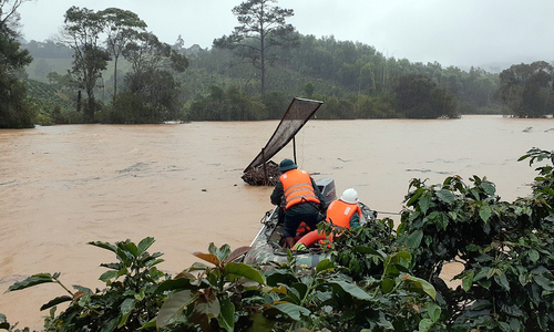Two domestic tourists missing in Central Highlands flooding