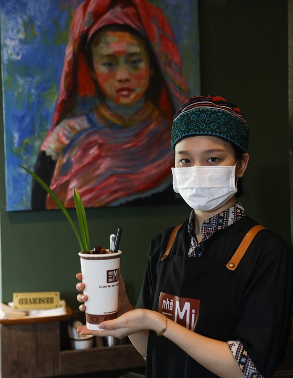 The staff are also decked out in ethnic costumes. A waitress wears a traditional embroidered H'mong hat (also her shirt?).